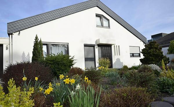 Außenansicht Haus Helga mit Ferienwohnung, Neustadt an der Weinstraße (Pfalz)