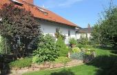 Garten mit Sitzgelegenheit - Maurers Ferienwohnung, Weindorf Lachen-Speyerdorf, Neustadt / Weinstr. (Pfalz)