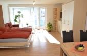 Wohn- und Essbereich, Doppelbett ausgeklappt - Apartment Hohenzollern, Neustadt / Weinstr.