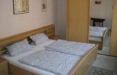 1. Schlafzimmer mit Doppelbett, Ferienhaus Ronja - Weindorf Mußbach, Neustadt / Weinstr. (Pfalz)