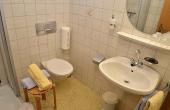 Bad mit Dusche / WC und Föhn - Gästezimmer 5, Gästehaus Ehmer an der Weinstraßenmitte, Weindorf Diedesfeld, Neustadt an der Weinstraße (Pfalz)