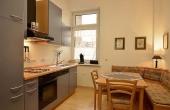 Küche mit gemütlichem Esstisch und Sitzecke, Ferienwohnung 1, Gästehaus Altstadt