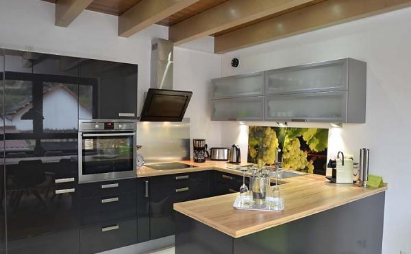 Moderne Einbauküche, komplett eingerichtet - Ferienhaus Weinhäusel, Weindorf Hambach, Neustadt / Weinstr. (Pfalz)