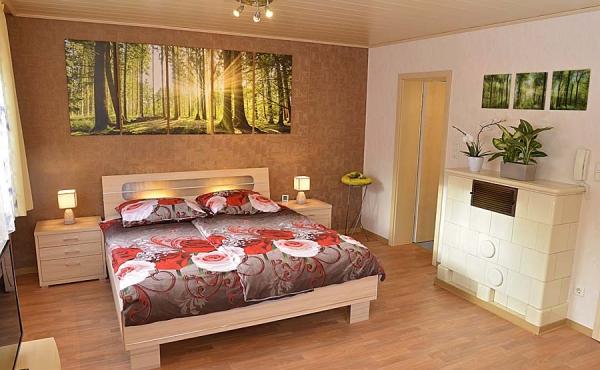 Schlaf- und Wohnzimmer im 1. Stock, Bad nebenan - Gästehaus Hanß - Ferienwohnung, Weindorf Hambach, Neustadt / Weinstraße (Pfalz)