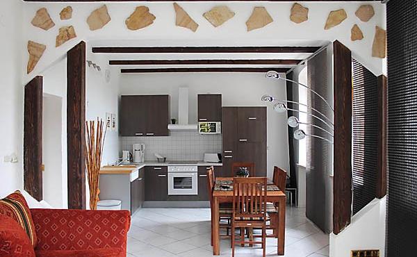 Wohn-/Essraum mit Küchenzeile, Apartment Feigenblatt - Urlaubsdomizil Haardter Sonne, Neustadt / Weinstr. (Pfalz)