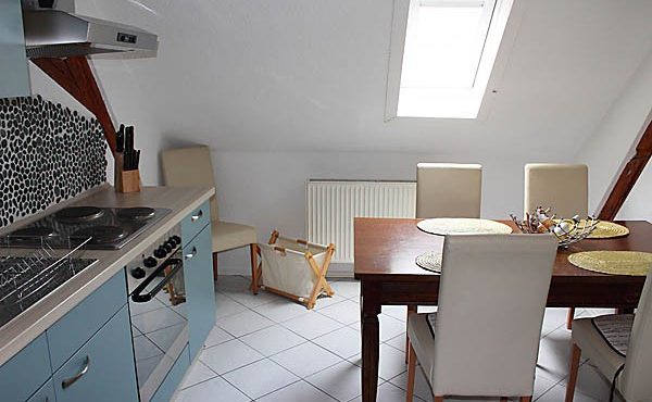 Küche mit Esstisch, Ferienwohnung Mandelblüte - Urlaubsdomizil Haardter Sonne, Neustadt / Weinstr. (Pfalz)