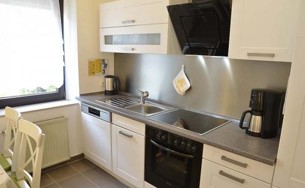 Küche, komplett ausgestattet - Ferienwohnung Kerner, Ferienhaus Winzerhof, Weindorf Haardt, Neustadt / Weinstraße (Pfalz)