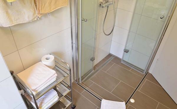 Bad mit Dusche / WC - Fewo Kerner, Ferienhaus Winzerhof