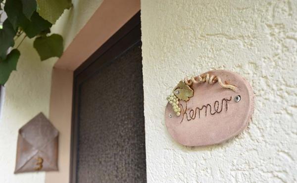 Separater Eingang - Ferienwohnung Kerner, Ferienhaus Winzerhof, Weindorf Haardt, Neustadt / Weinstraße (Pfalz)