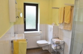 Bad mit Dusche / WC - Ferienwohnung Kerner, Ferienhaus Winzerhof, Weindorf Haardt, Neustadt / Weinstraße (Pfalz)