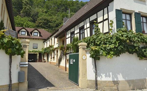 Blick in den Hof - Ferienhaus Winzerhof, Weindorf Haard, Neustadt an der Weinstraße