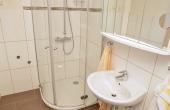 Bad mit Dusche / WC - Apartment Silvaner, Ferienhaus Winzerhof, Weindorf Haardt, Neustadt / Weinstraße (Pfalz)