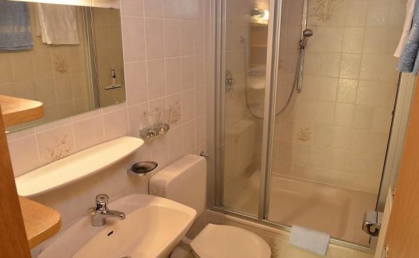 Bad mit Dusche / WC - Apartment 1, Haus Panoramablick, Weindorf Haardt, Neustadt / Weinstr. (Pfalz)