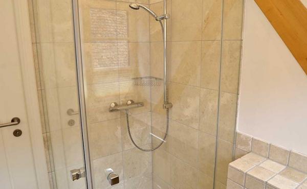 Klein aber oho! Bad mit Dusche / WC - Ferienwohnung Idig, Weingut Thomas Steigelmann, Gimmeldingen (Pfalz), Neustadt / Weinstr.