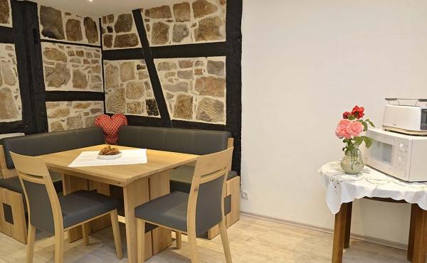 Küche mit moderner Einbauküche, neu renoviert - Ferienwohnung Meerspinne, Weingut Thomas Steigelmann, Gimmeldingen (Pfalz), Neustadt / Weinstr.