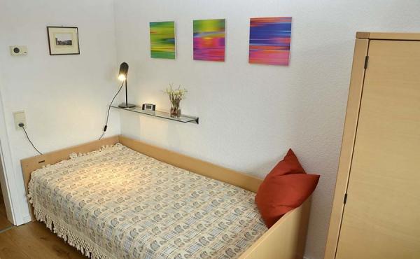 Zweites Schlafzimmer mit Einzelbett - Ferienwohnung Haus unter der Burg, Gimmeldingen, Neustadt / Weinstr. (Pfalz)