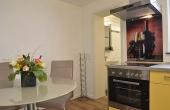 Küche mit Zugang zum Bad - Apartment Ambiente, Hof Rebenblüte, Weindorf Gimmeldingen, Neustadt / Weinstr. (Pfalz)